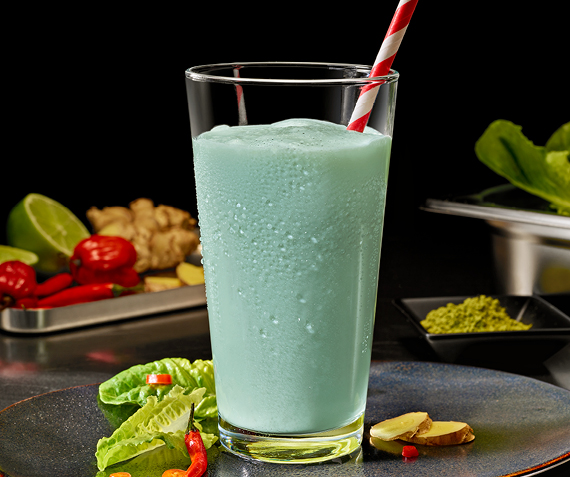 Smoothie with Lettuce, Ginger and Chili