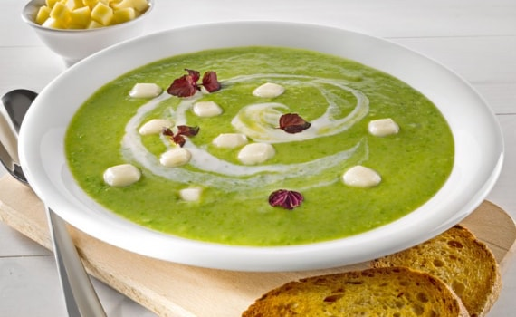 Fresh Pea Soup with Mozzarella